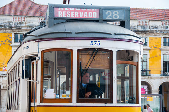tram_giallo_lisbona
