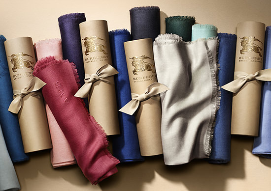 the_Burberry_Scarf_Bar_cashmere