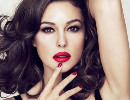 Monica Bellucci regina di cuori nella nuova campagna Dolce Gabbana 5796fc86734