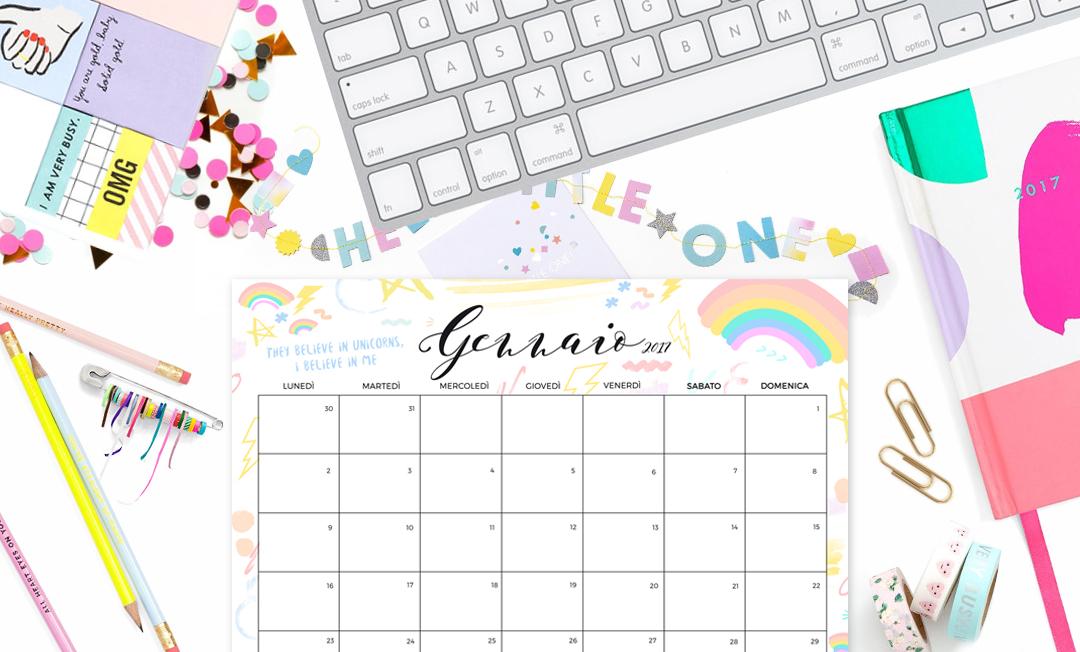 flatlay calendar desk